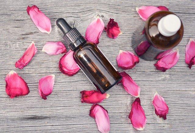 フラワーエッセンスとアロマの違いは?植物の香りorエネルギーか
